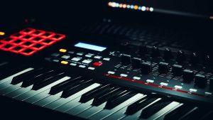 Quelle est la différence entre un piano numérique et électronique?